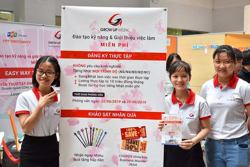 Đội ngũ GrowUpWork thường xuyên tham gia các ngày hội việc làm tại các trường Đại Học hàng đầu tại Việt Nam
