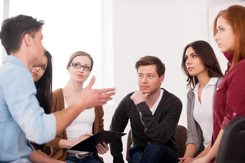 Để trở thành người lắng nghe tích cực
